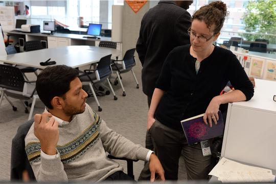 EMSE professor assisting doctoral student in research